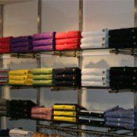 gran variedad de estanterías para comercios